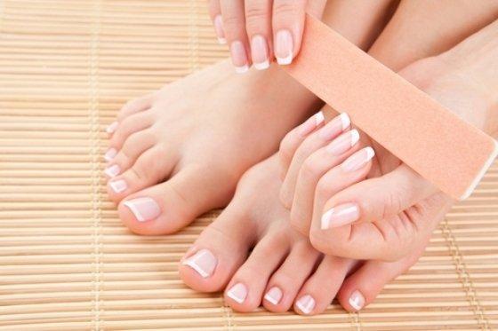 Причины отслаивания ногтей
