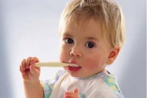 Учим ребенка ухаживать за зубами
