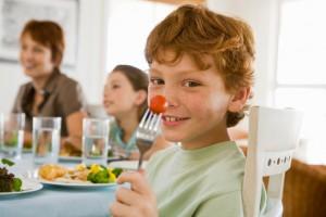 Как заставить детей правильно питаться?