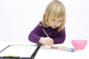 Когда ребенок рисует черным цветом