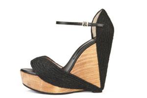 Обувь на танкетке для юной девушки