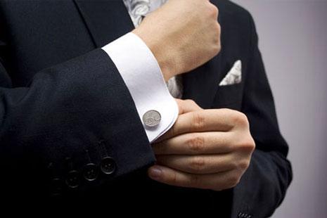 Каким образом можно носить мужские брендовые рубашки с запонками?